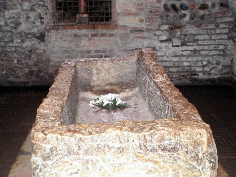 Juliet's tomb: Verona tour guide